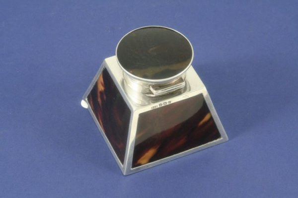 1481: An Edwardian silver and tortoiseshell inkwell, 3.