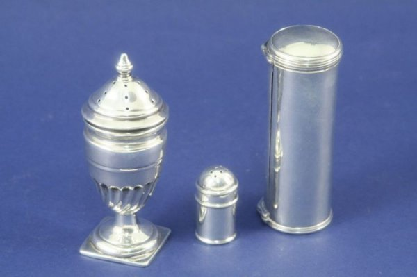 1488: A late 19th century silver cylinder shaped nutmeg