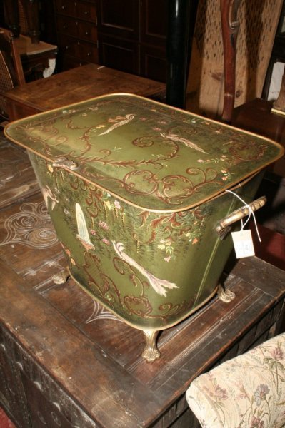 1125: A Regency style Chinoiserie toleware box, 1ft. 9i