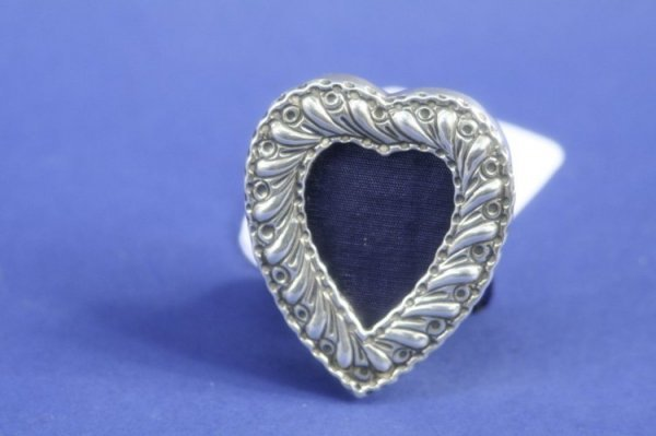 1937: A small Victorian silver heart shaped photograph