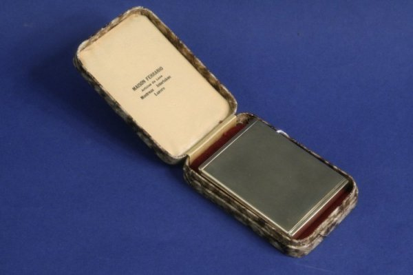 1943: A George V Art Deco 9ct gold compact, 3ins,