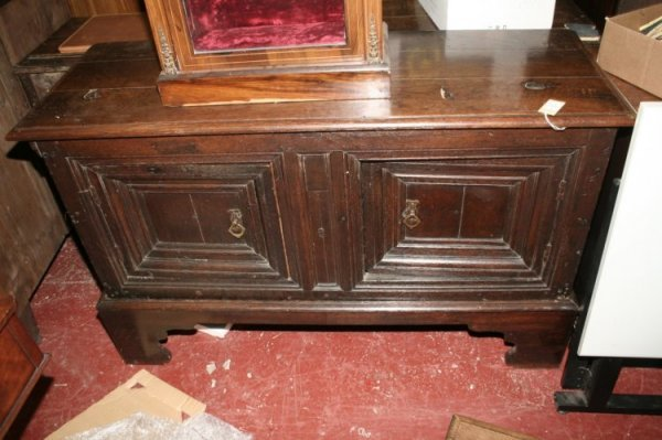 593: A late 17th century oak cupboard on stand, height