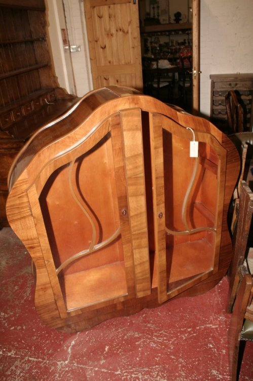 595: A 1930's walnut display cabinet, height 4ft 2.5ins