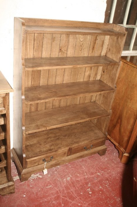 600: A Regency style oak cascading bookcase, 4ft