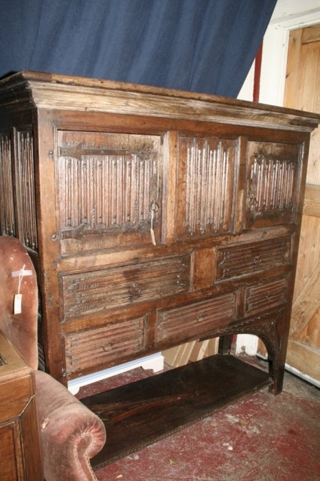 609: A 17th century style Continental oak cupboard, 5ft