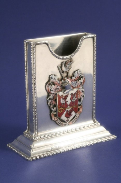 1013: A George V silver and enamel note pad holder, 4.5