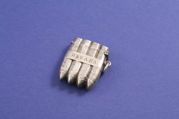 1017: A late Victorian novelty silver vesta case, 1.5in