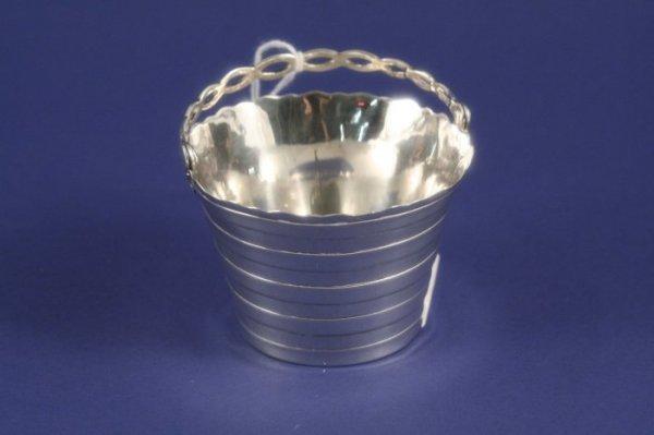 1018: A George III silver cream pail, 2ins