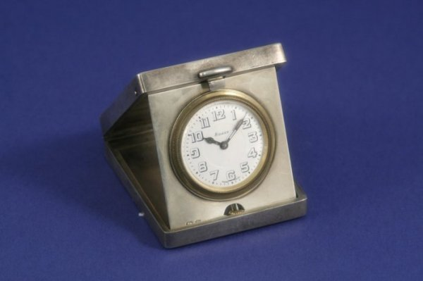 1027: A George V silver travelling timepiece, 2.5ins