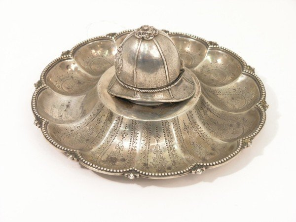 1350: A Victorian silver novelty circular ink stand, 7.