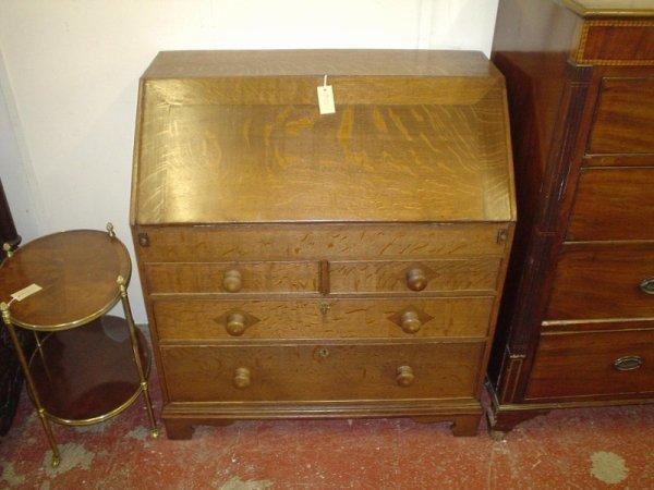 822: A George III oak bureau, 3ft