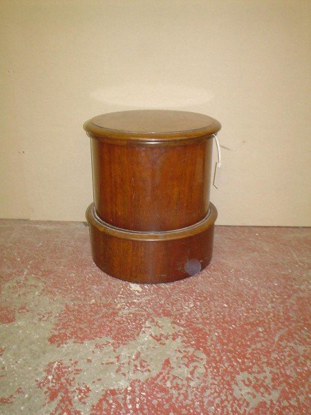 842: A mid 19th century mahogany circular commode, 1ft