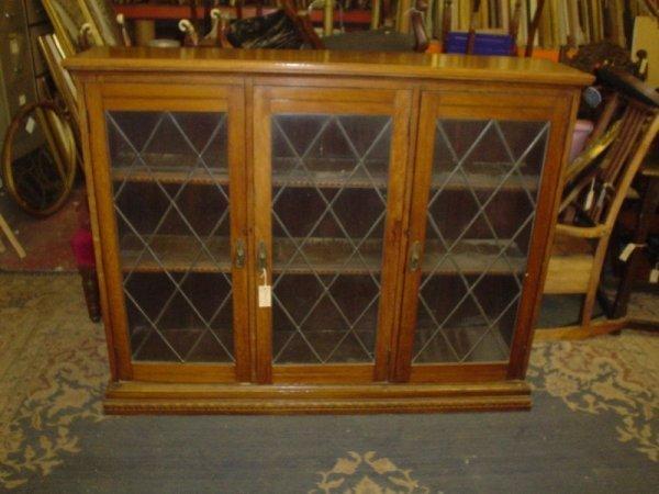845: An Edwardian walnut glazed book case, 4ft 9ins
