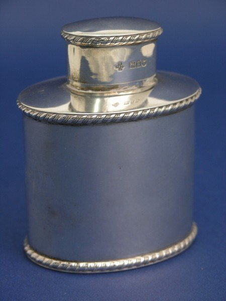 1258: An Edwardian silver tea canister, 3.5ins