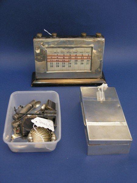 1260: A George V silver desk calendar, cigarette case &