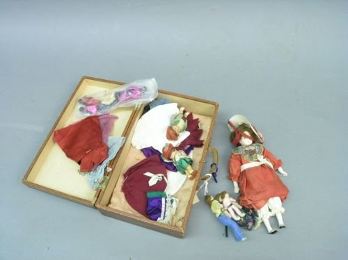 7: Miscellaneous miniature dolls and doll's clothing, t