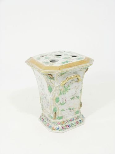574: A Canton vase, 8.5in.