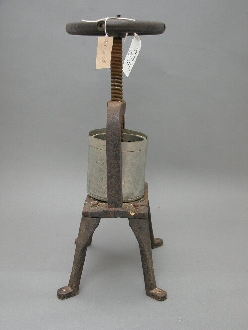 1054A: A chemists' cast iron tincture press, late 19th/