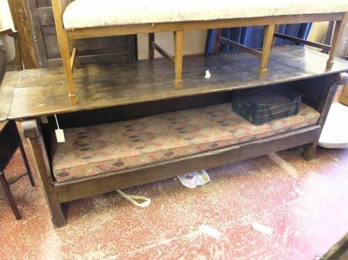 576: An oak monks bench, 7ft 7ins