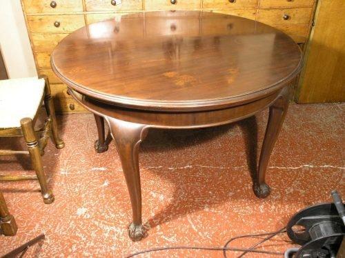 571: Mahogany centre table