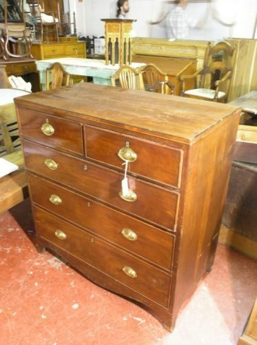 563: A George III mahogany chest of drawers, 3ft 3ins