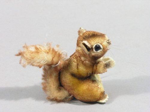 22: A Steiff squirrel, 'Perri', 3.75in.