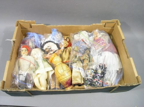 17: Sixteen various dolls and a quantity of doll's clot