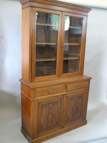 625E: A late Victorian walnut bookcase