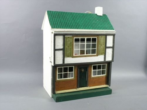 10: A painted wood dolls house and furnishings