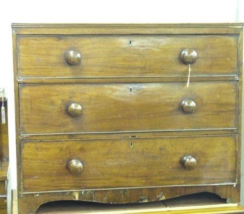 904: A 19th century mahogany chest, 3ft