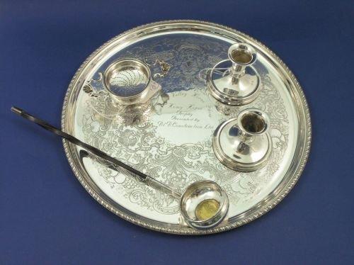 1313: A Georgian silver toddy ladle, tea strainer, pr d