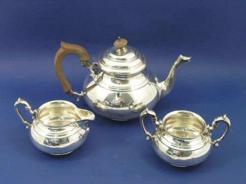 1314: A George VI silver three piece tea set, gross wei