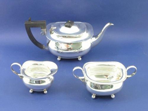 1317: A George V silver three-piece tea set, gross weig