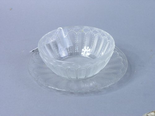 822: A Lalique bowl and stand, 'Jaffa No 5', 7ins