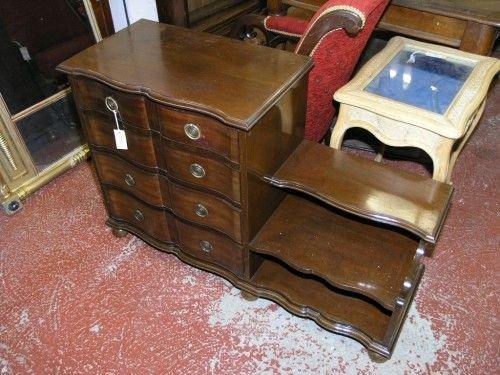 1068: An early 20th century mahogany dressing chest, 3f