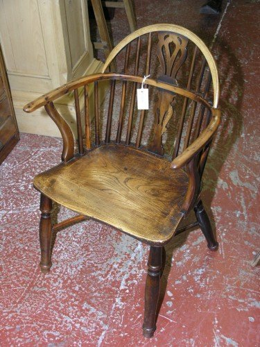 1069: A 19th century yew, ash and elm Windsor chair, 2f