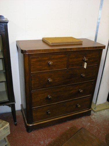 1072: A Victorian mahogany chest, 3ft 6ins