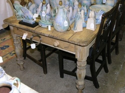 1076: A Victorian pine kitchen table, 4ft 9ins