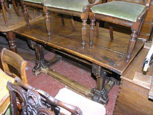1081: An antique pine and elm refectory table, 5ft 3ins