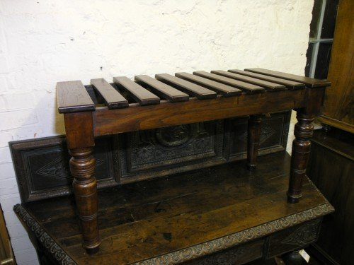 1083: A mahogany luggage table, 3ft 1ins
