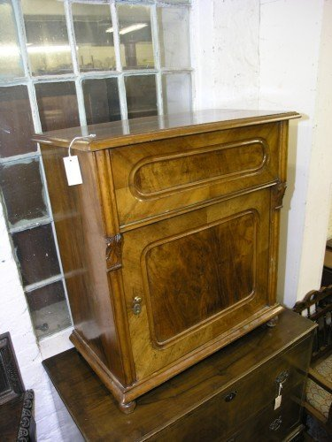 1084: A 19th century French walnut washstand, 2ft 7ins