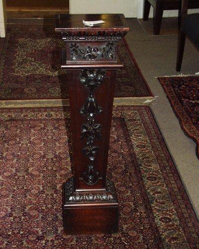1519: A Victorian, William Kent design mahogany pedesta