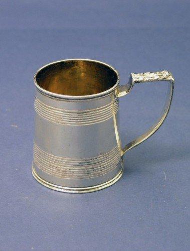 1633: A George III silver christening mug, 2.5ins