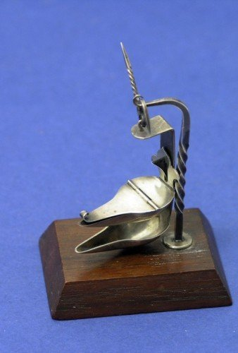 1636: Miniature silver crusie type oil lamp model by Ro