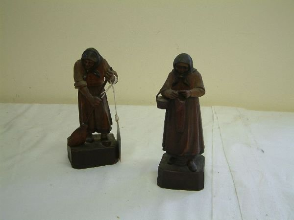 201F: Two Bavarian wood figures of elderly ladies 7in.