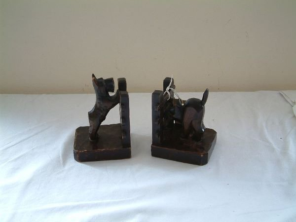 204F: A pair of 1930's novelty wooden book ends 5.5in.