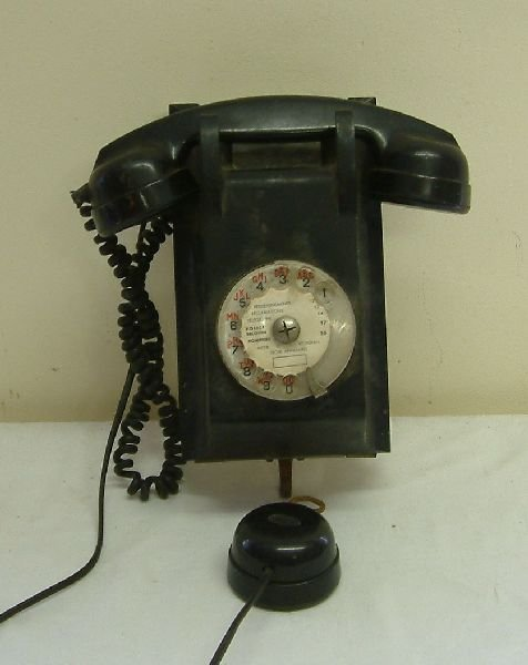 213F: A French State wall mounted telephone set,