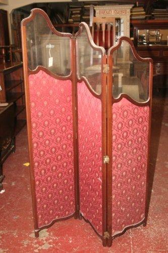 932: An Edwardian mahogany glazed screen, 4ft 6ins