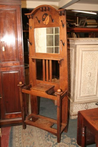 954: An Arts and Crafts inlaid oak hall stand, 2ft 5ins