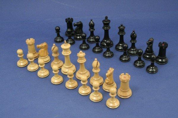 11: A Staunton pattern boxwood and ebony chess set, kin